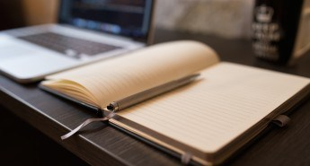 Laptop vs Longhand? Social Media Facts, Trends and Tips